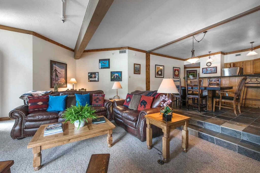 Live life richer in this stunning Deer Valley condo for up to six (6) Guests with large family room, gourmet kitchen and formal dining room.