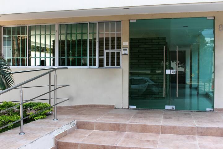 Entrada del edificio.
