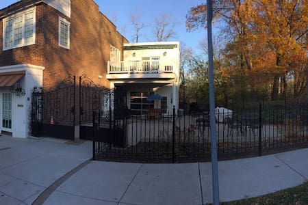 2435 Beechwood Blvd.,3 bedrm, 2 bth, deck,elevator - Pittsburgh - Appartement