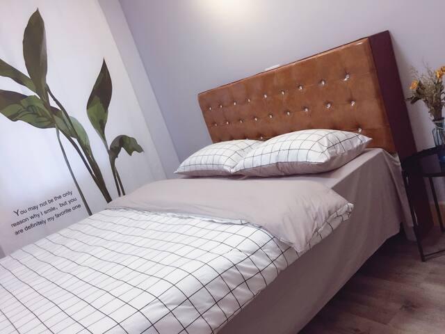 北欧简约风格、双人床卧室