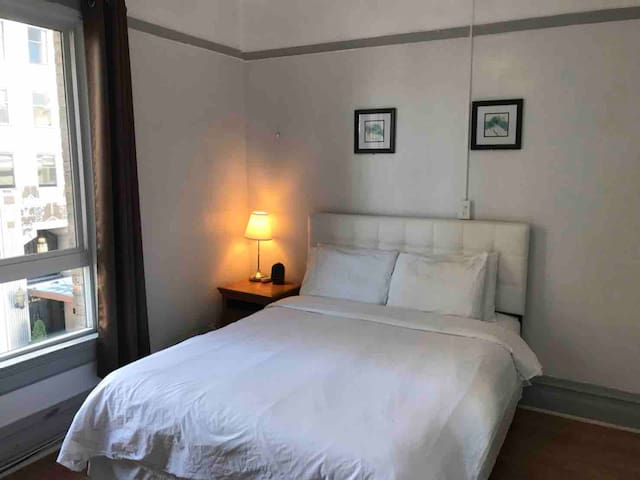 (20) Deluxe Room with Private Bath