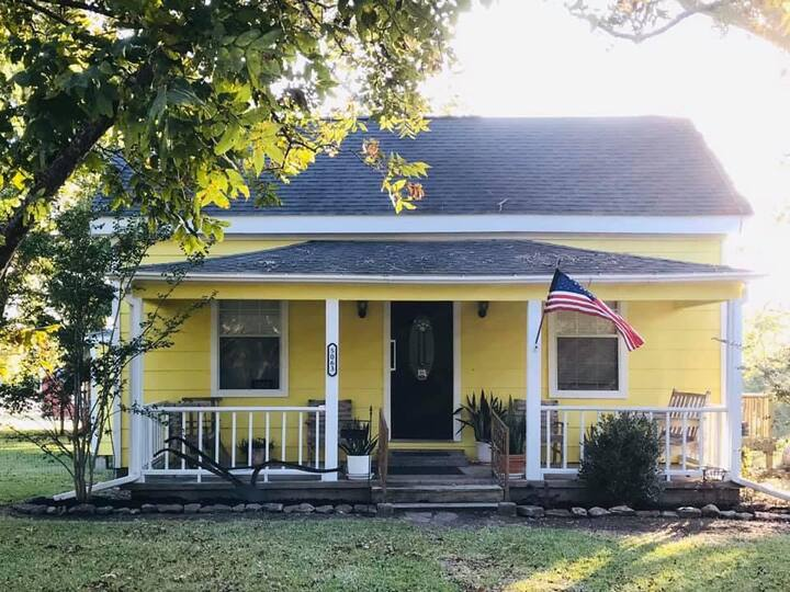 Perfect Country Getaway Near Round Top & Shopping