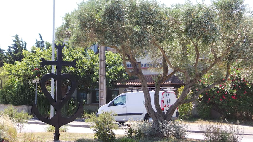 Beautiful holiday home in quiet - Arles - Feriehjem