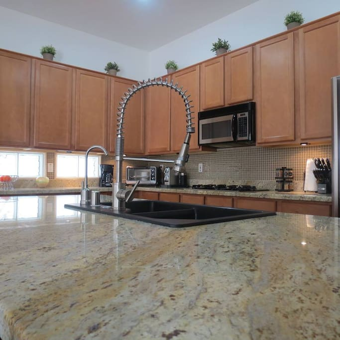 Equipped kitchen with granite countertops