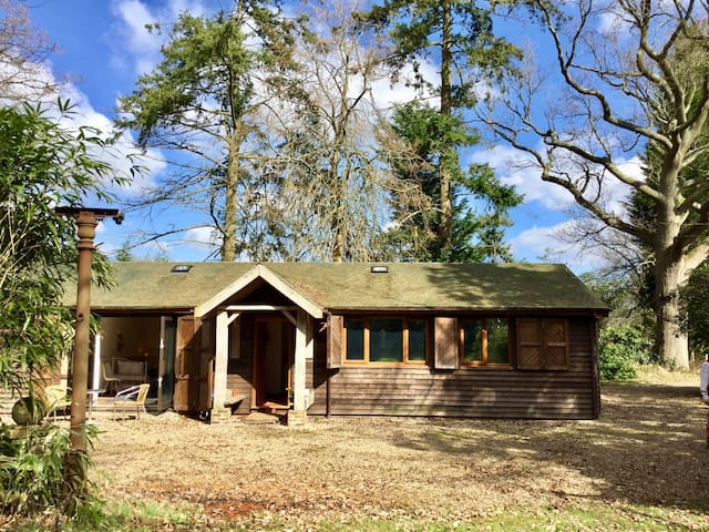 Private Cosy Luxury Chalet Gatwick - Copthorne