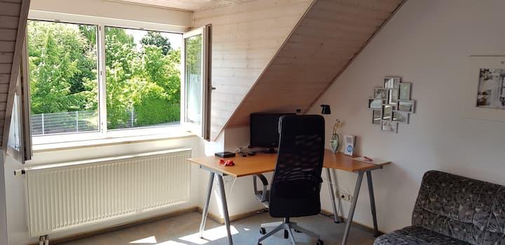 Großes schönes Zimmer in Erlangen-Tennenlohe