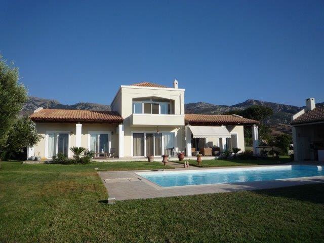 Chambres privées dans villa avec piscine