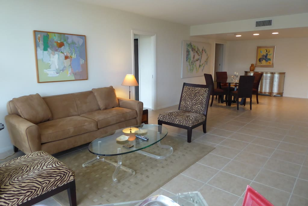 Livingroom & Dining Area