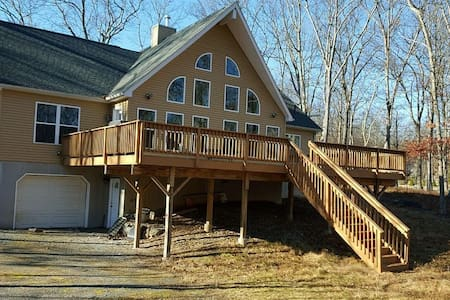 New Wing Chalet with a complete open concept - Lackawaxen