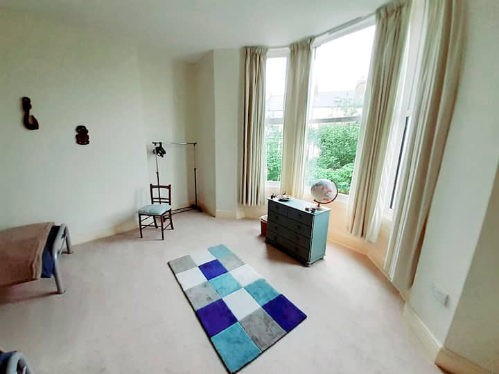 Twin Room. Grosvenor Crescent, Scarborough.
