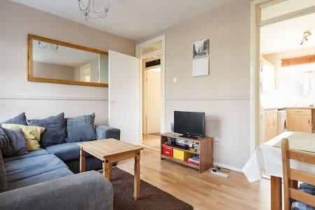 Clean & comfortable single bedroom. - Stretford