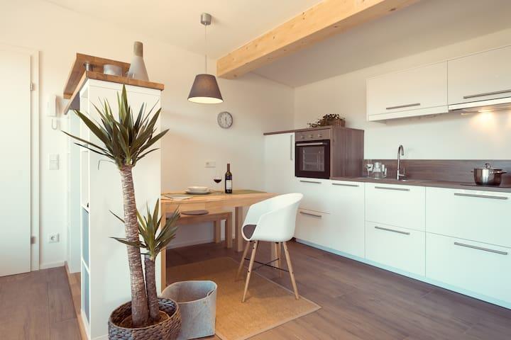 Business-Apartment 02 mit Balkon