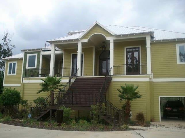 Beautiful spacious home w/large deck & bayou views