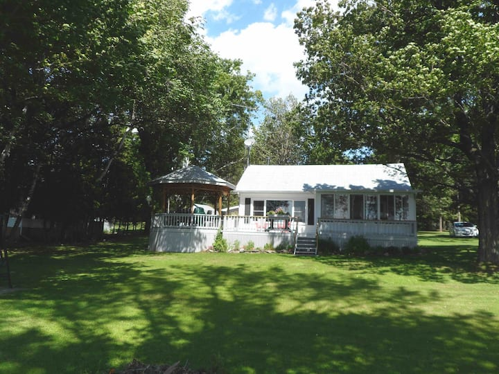 Family Cottage on Eastern Shores of Pigeon Lake