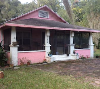 PINK CRACKER HOUSE - Dunnellon - Bed & Breakfast