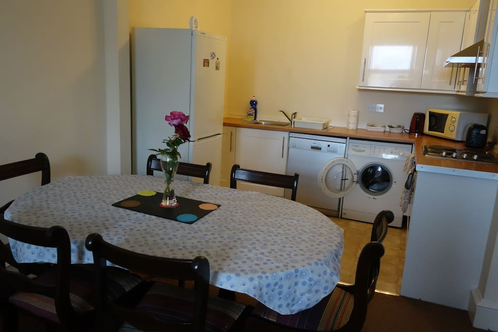 Well served kitchen includes dishwasher, washing machine, oven & fridge.