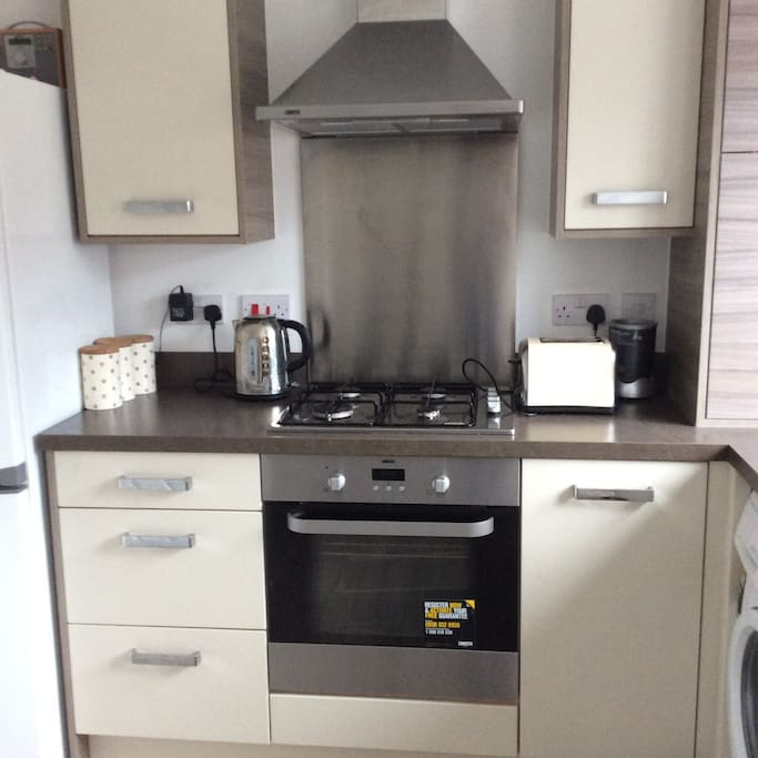 Compact kitchen oven grill toaster work top space washing machine microwave kettle all kitchen pots and pans kitchen utensils X