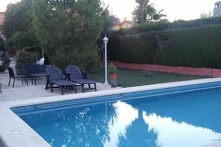 Chalet con encanto para 7 personas con piscina - La Eliana