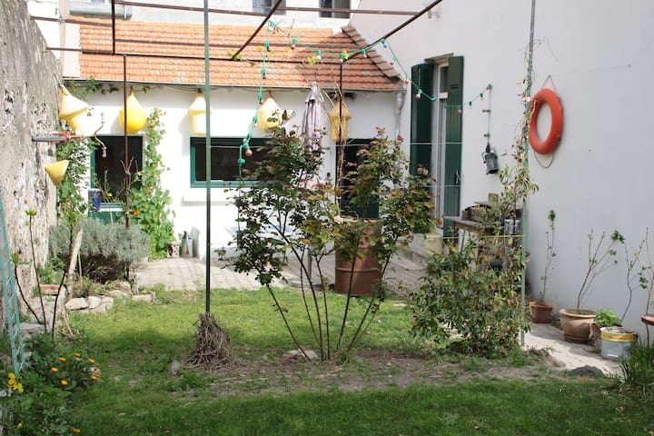 Deux chambres dans maison avec jardin centre ville - Sète - Huis