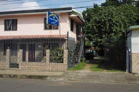 su nuevo hogar en Esparza - Esparza - Andre