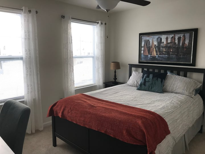 Full size bed in Beautiful and Quiet Home (Fnt)