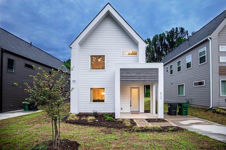 Spacious & Clean Modern House Close to City!