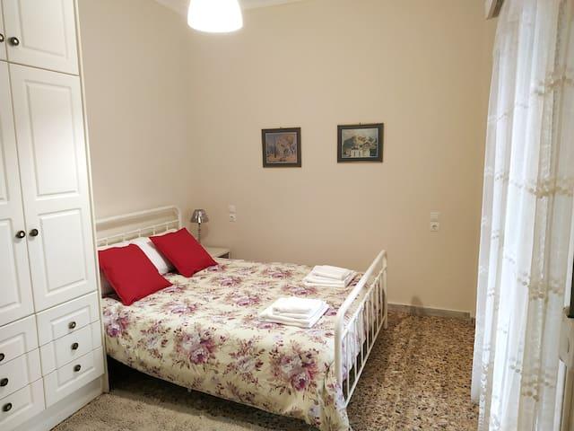 Comfortable double bed 160x200cm, spacious wardrobe