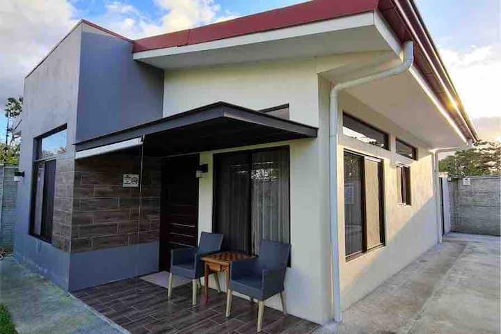 Los Girasoles Family Homestay & Private Pool