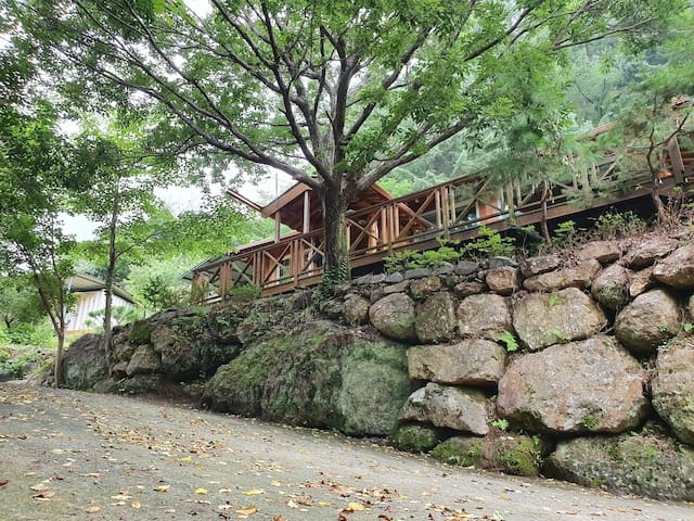 지리산 청학동 맑은물가 황토집 (본채)