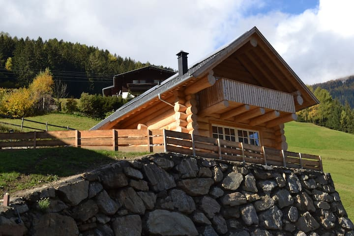 Cozy Chalet in Mörtschach with Private Garden