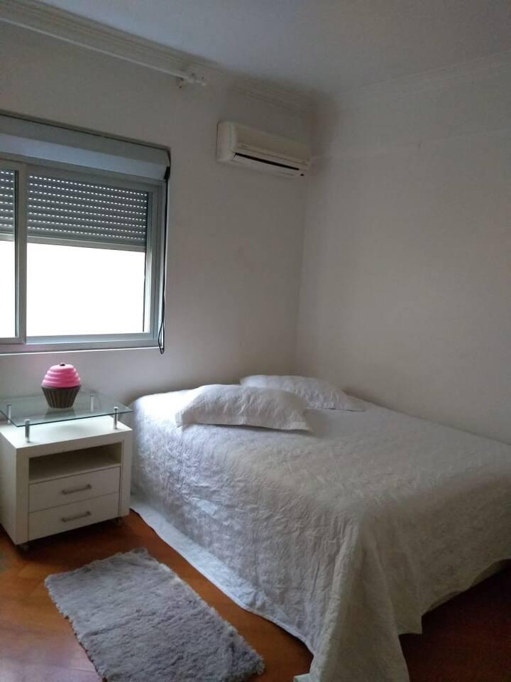 Quarto B  apartamento centro e banheiro privativo