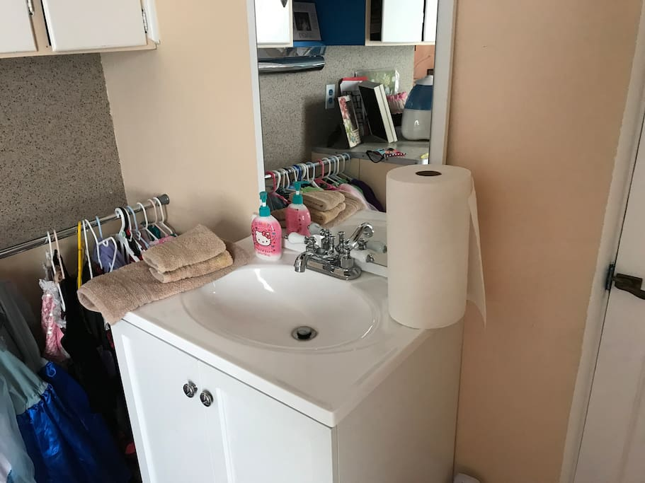 Private sink and glamor station. ;-)