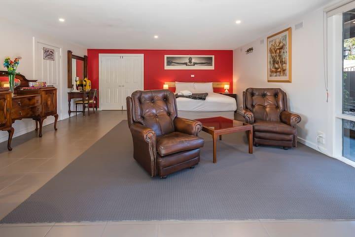 The Pool room - 2nd night $50 off - Kyneton - Bed & Breakfast