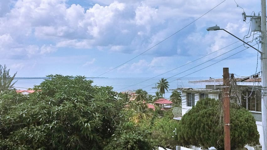 3br central apt with sea view - la romaine - Apartemen
