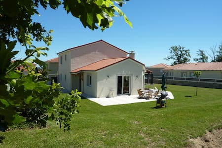 Deux chambres à 15min de St-Étienne - Saint-Marcellin-en-Forez - Дом