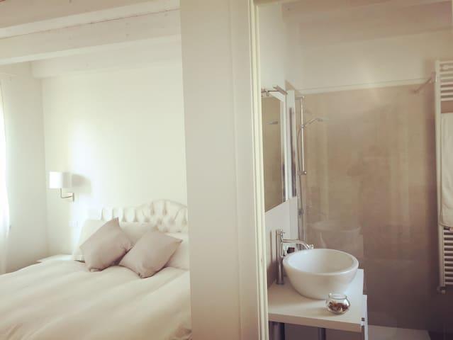 The White Amaryllis bedroom