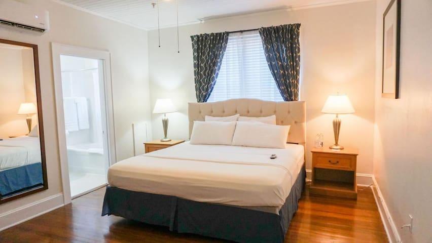 Putnam Lodge - #8 The Joy Room