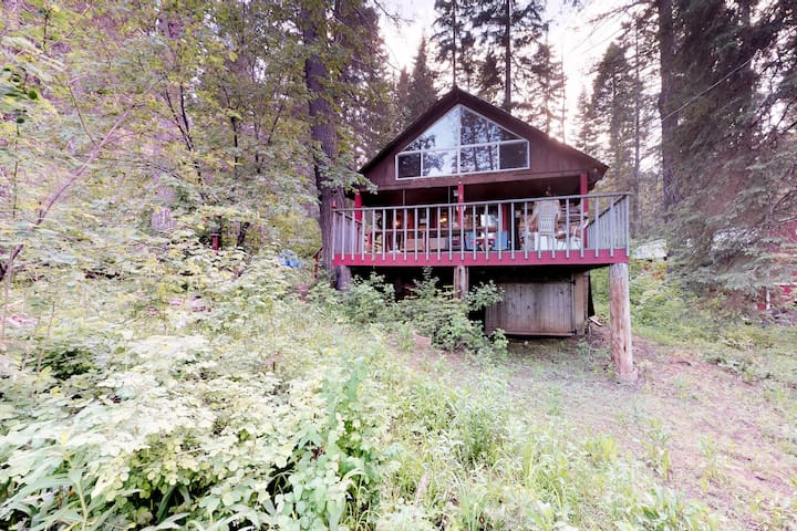 Dog-friendly cabin w/ a great outdoor space in a peaceful location