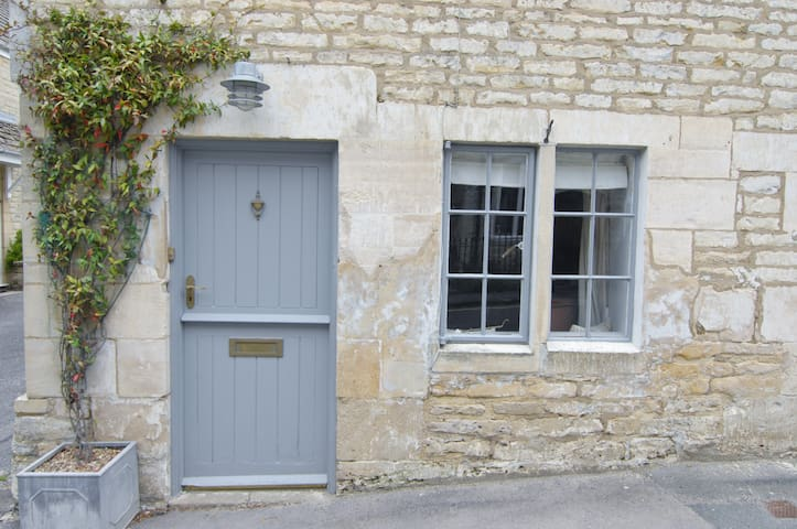 Cosy Cottage on the fringe of National Trust land - Minchinhampton - House