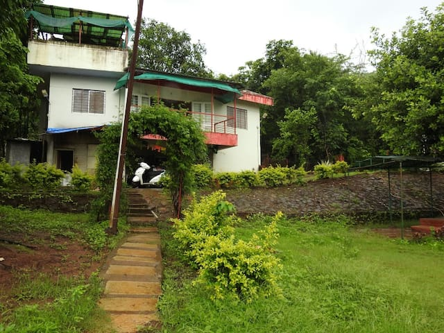 Farm House in Mulshi with view of nature.