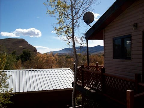 Private Mountain Studio & Deck 10 mi from Downtown