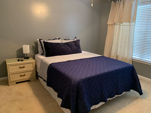 PRIVATE ROOM 1 mile from beach and PCB sports park