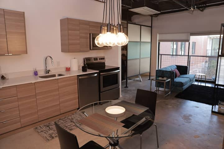 Eclectic & Cool Loft with Free Coworking!