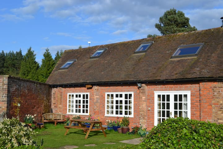 The Barn, set in meadow and woodland. - Shifnal - Dom