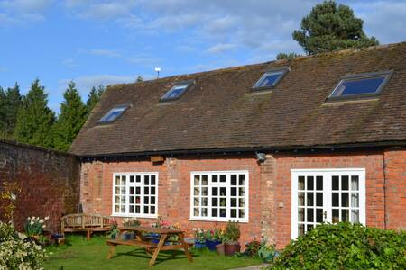 The Barn, set in meadow and woodland. - Shifnal - Дом