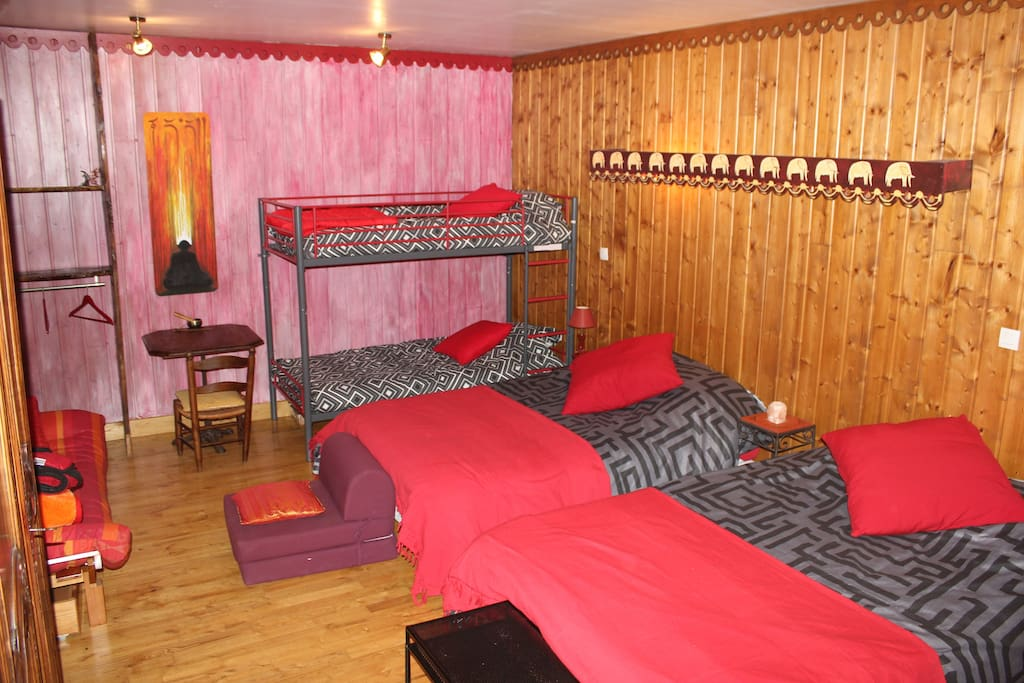 chambre zen famille 5 7 pers houses for rent in dolomieu rh ne alpes france. Black Bedroom Furniture Sets. Home Design Ideas