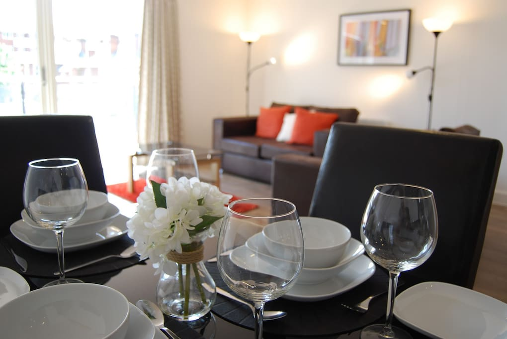 Our serviced apartment has a spacious lounge/diner, two large bedrooms, an en-suite and main bathroom, and is located in Reading town centre.