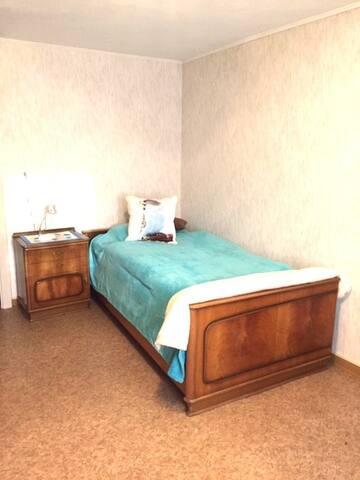 Bedroom 2 (90X200) 1st floor