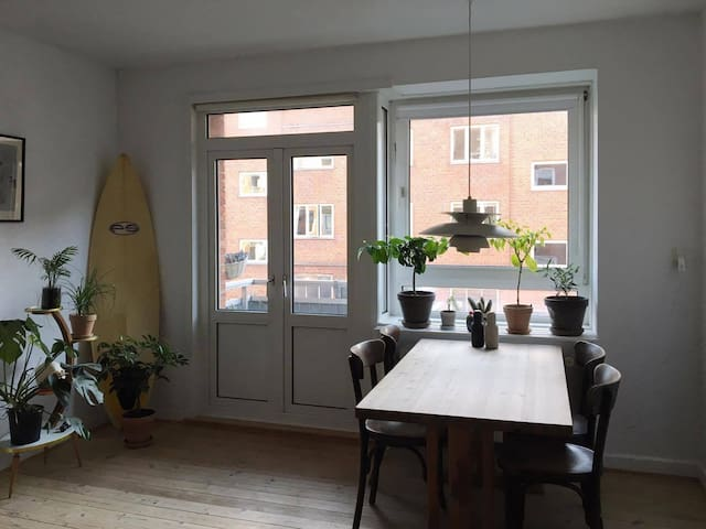 Sunny apartment close to the city center and beach - København - Lejlighed