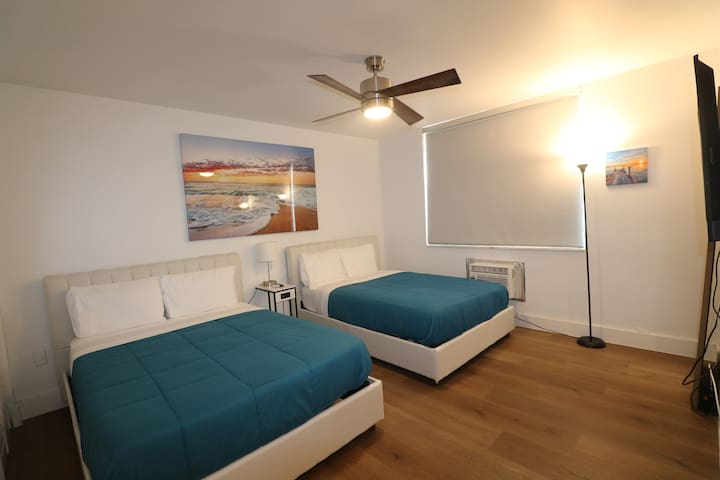 Collins Ave New 1BR, 1block to beach!Parking. SoBe